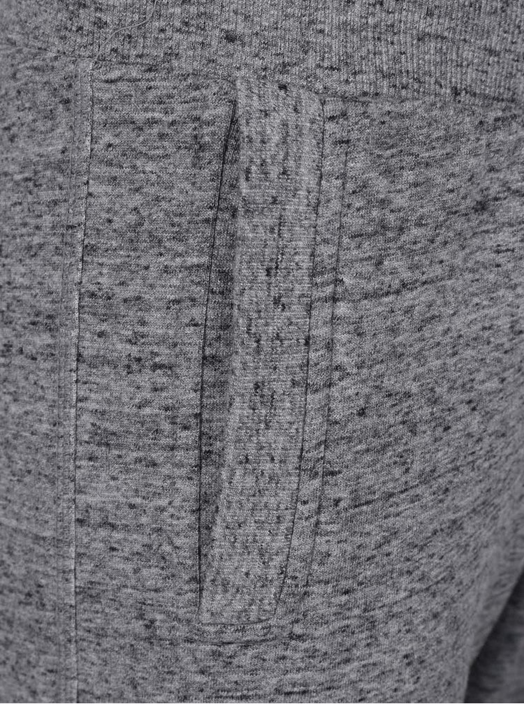 Pantaloni sport gri melanj Superdry cu print