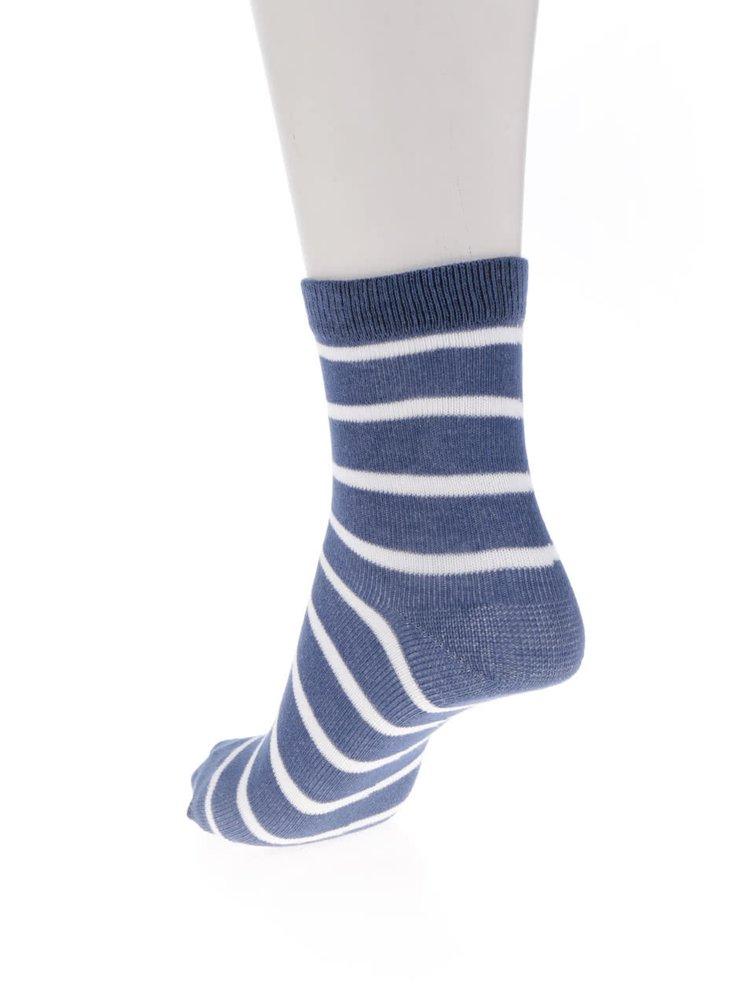 Sada tří pruhovaných klučičích ponožek v bílé a modré barvě 5.10.15.