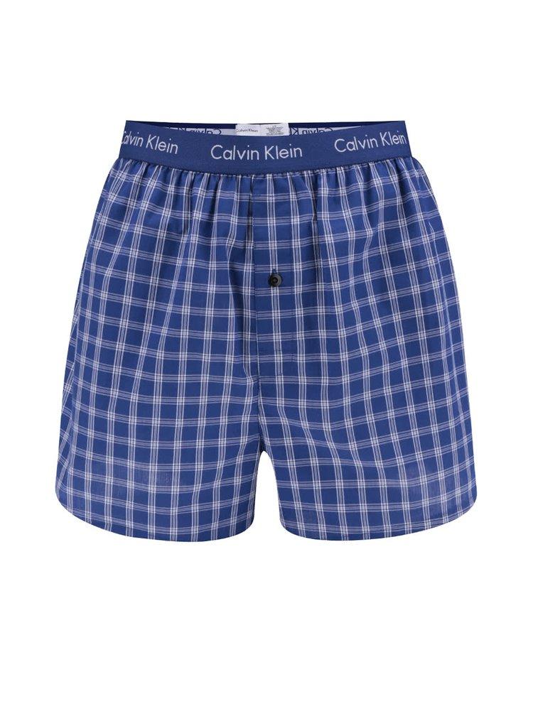 Sada dvou vzorovaných trenýrek v modré barvě Calvin Klein
