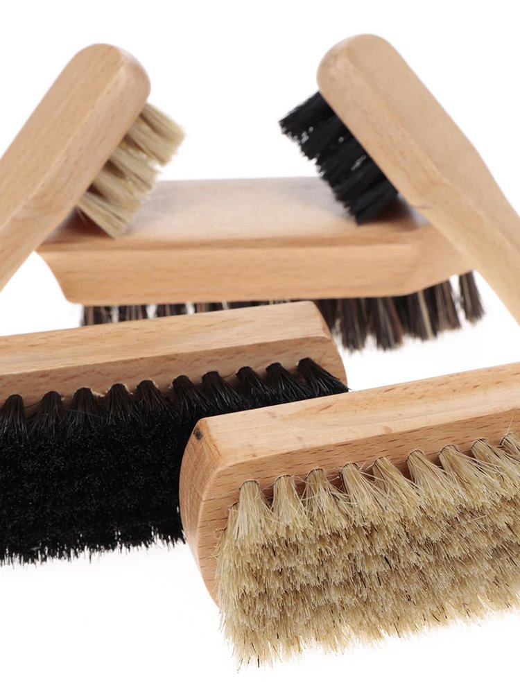 Sada 5 dřevěných kartáčů na obuv Kikkerland