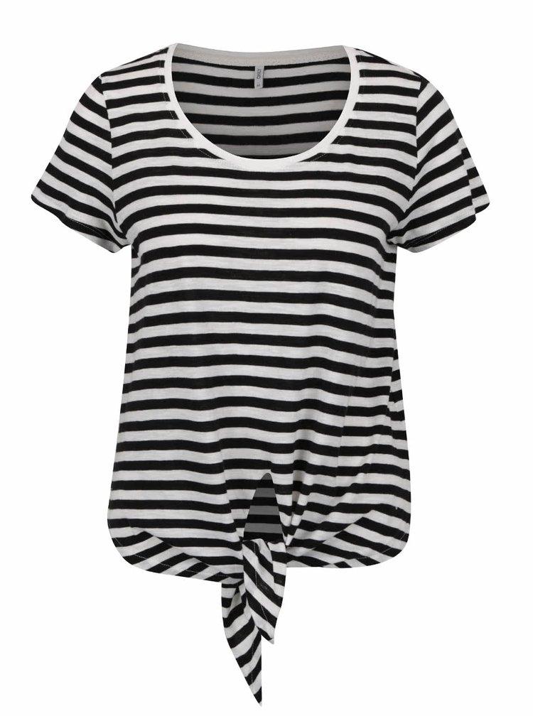 Bílo-černé pruhované žíhané tričko s uzlem ONLY Kasia