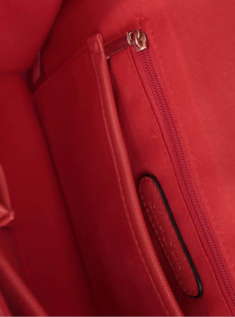 Červená kabelka/psaníčko s ozdobným řetízkem ve zlaté barvě Love Juno