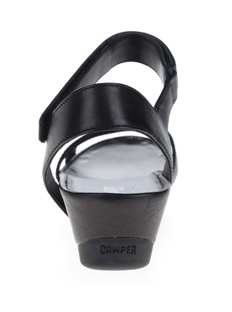 Černé dámské kožené sandály na klínku Camper