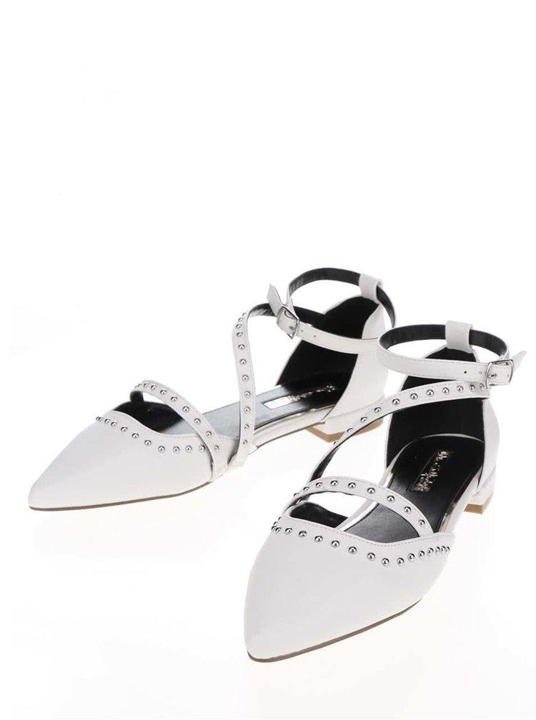 Krémové sandály s detaily ve stříbrné barvě Miss Selfridge