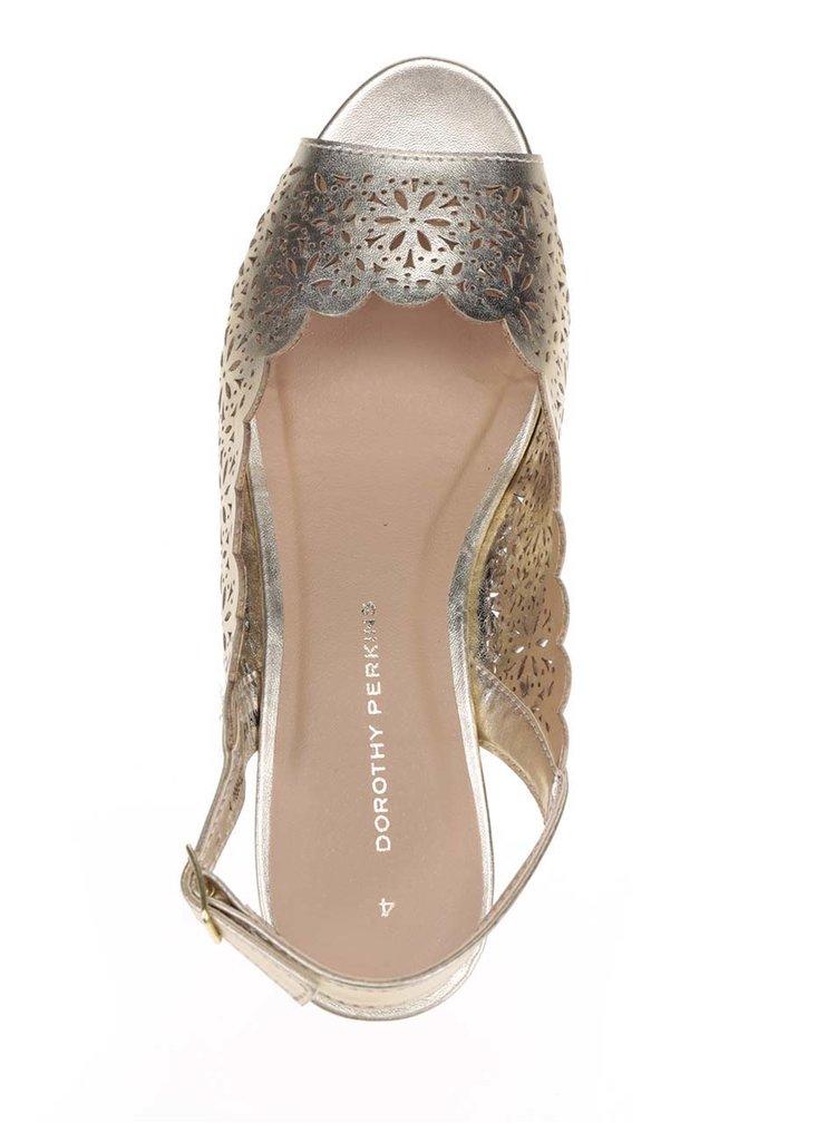 Metalické sandály ve zlaté barvě na klínku Dorothy Perkins