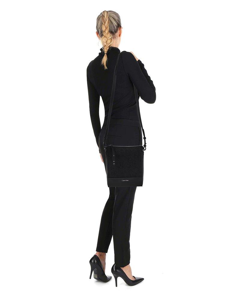 Tmavě modrá crossbody kabelka Calvin Klein Jeans Misha