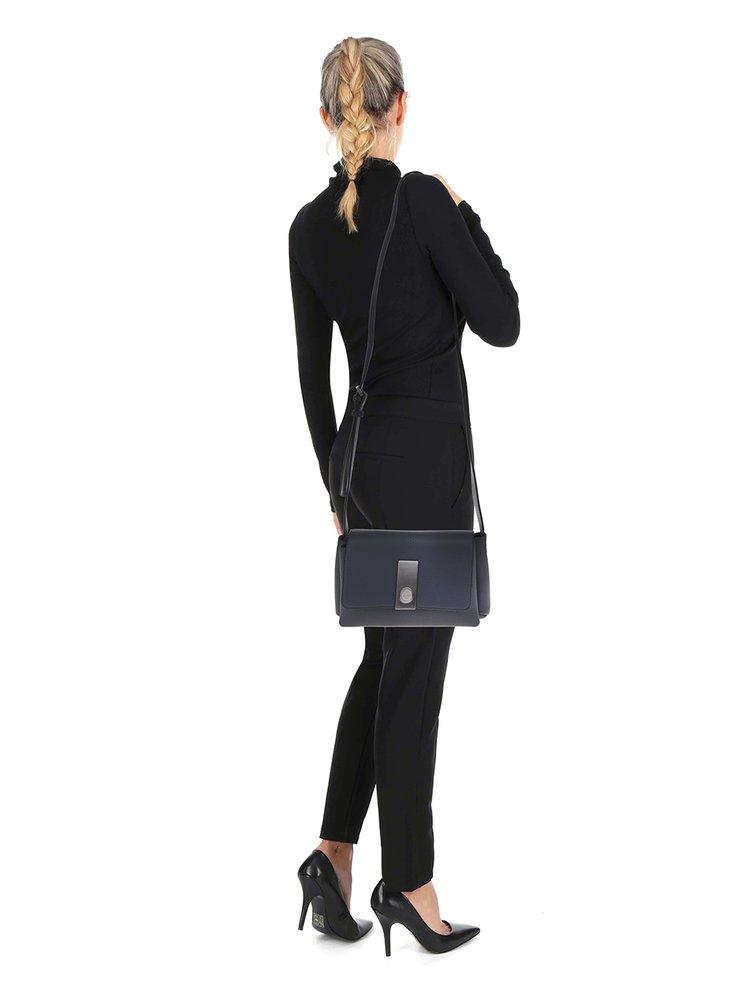 Tmavě modrá crossbody kabelka Calvin Klein Jeans Carrie