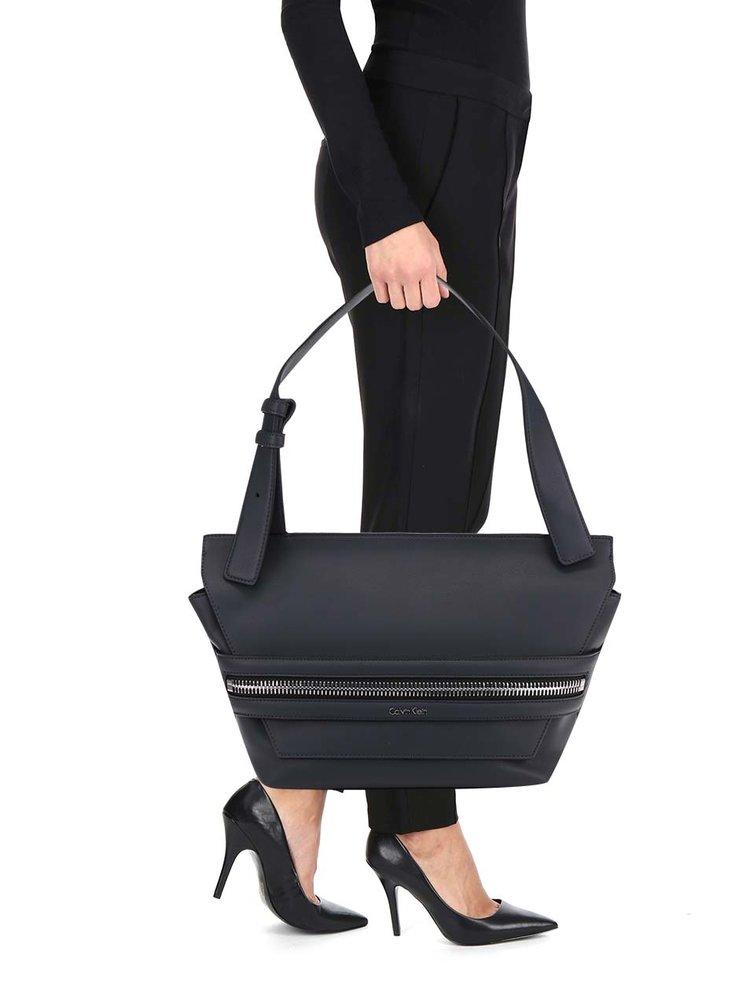 Tmavě modrá kabelka s ozdobným zipem Calvin Klein Jeans Lucy