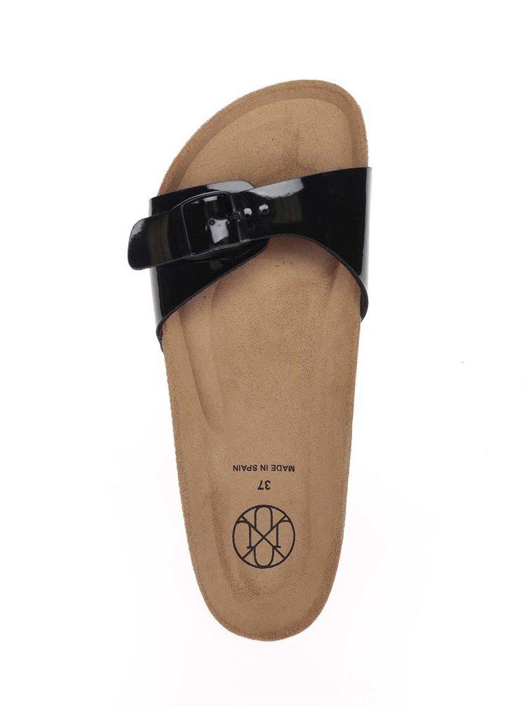 Černé dámské lesklé pantofle s přezkou OJJU