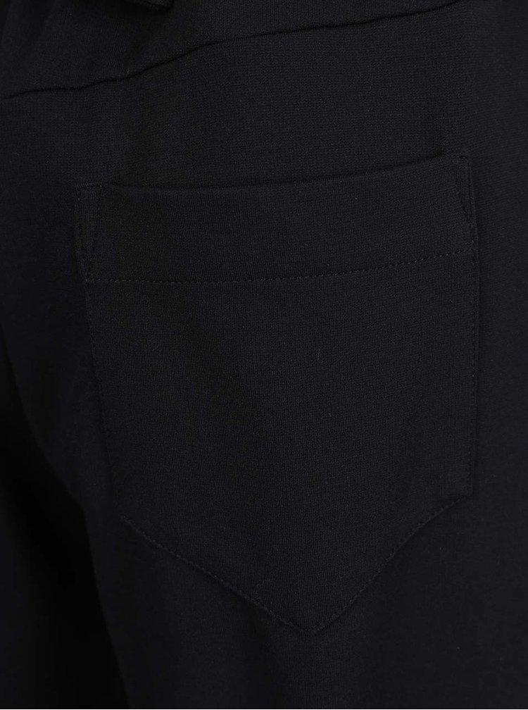 Černé volné kalhoty Jana Minaříková