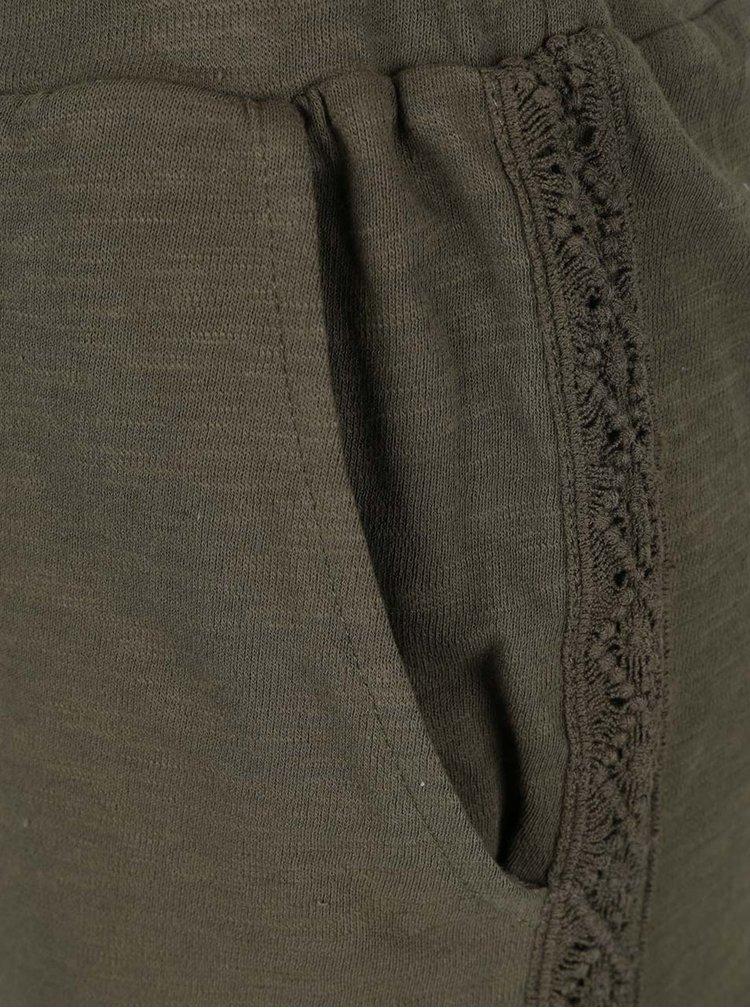 Khaki kraťasy s krajkovými detaily VILA Jason