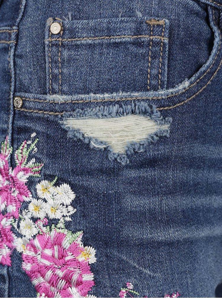 Blugi scurți albastru închis TALLY WEiJL cu aspect deteriorat și broderie florală