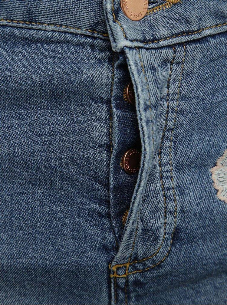 Modré džínové kraťasy s vysokým pasem a výšivkami Miss Selfridge