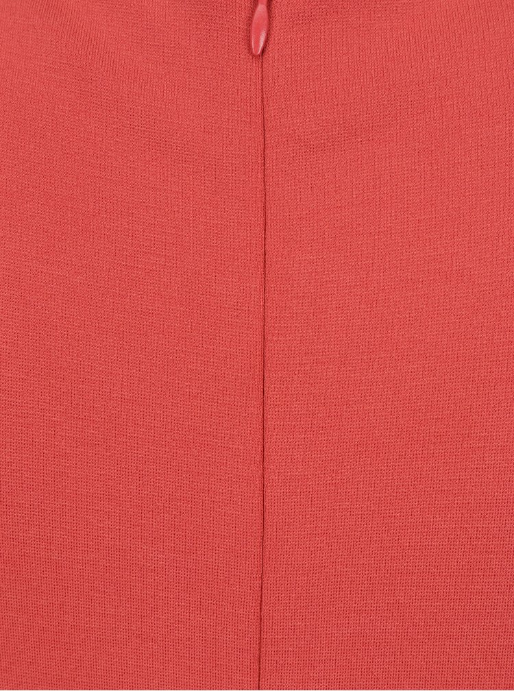 Červené šaty s véčkovým výstřihem s.Oliver