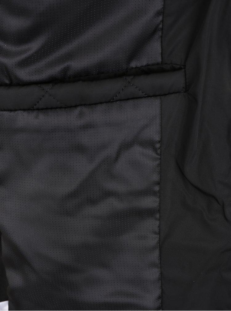 Černá prošívaná bunda s detaily ve zlaté barvě VILA Former