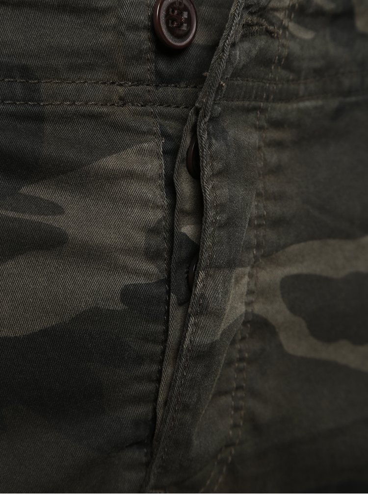 Pantaloni kaki cu model camuflaj Jack & Jones Paul