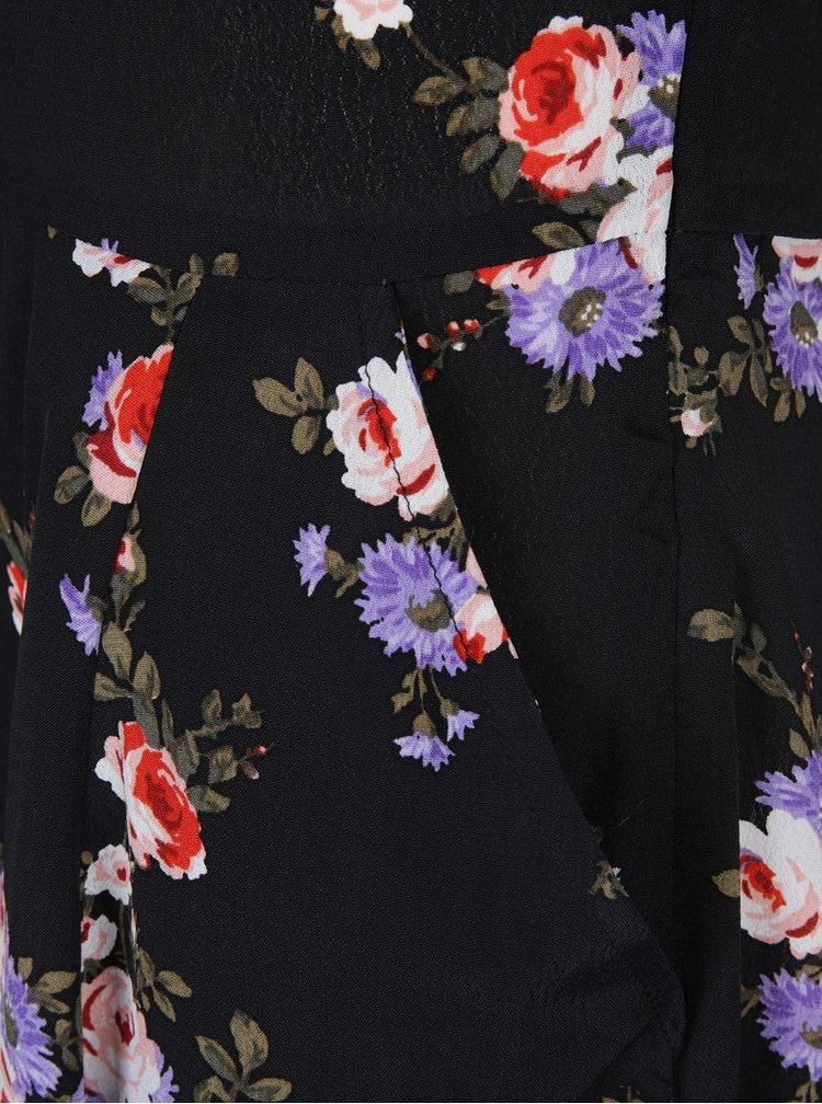 Černé květované šaty s odhalenými rameny a volánem Miss Selfridge