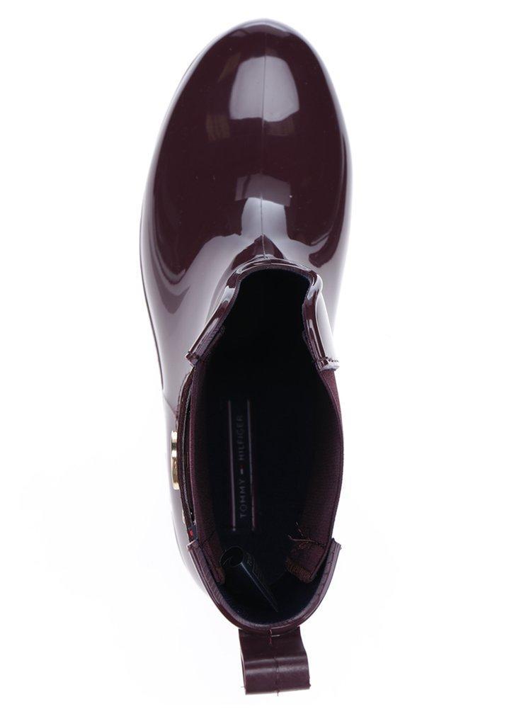 Vínové dámské gumové chelsea boty s detaily ve zlaté barvě Tommy Hilfiger Oxley