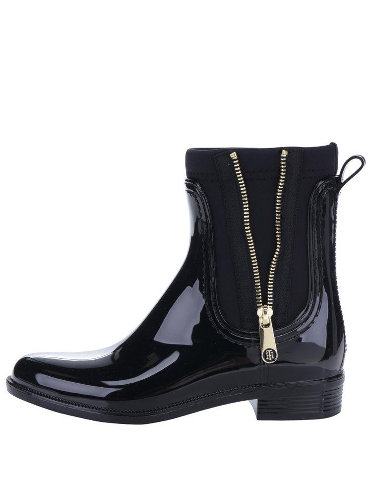 Černé dámské gumové chelsea boty se zipem ve zlaté barvě Tommy Hilfiger Odette
