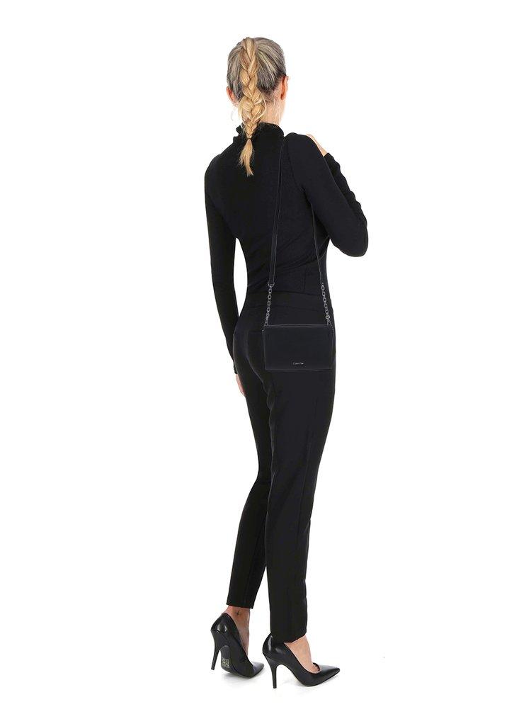 Černá crossbody kabelka Calvin Klein Jeans Marissa