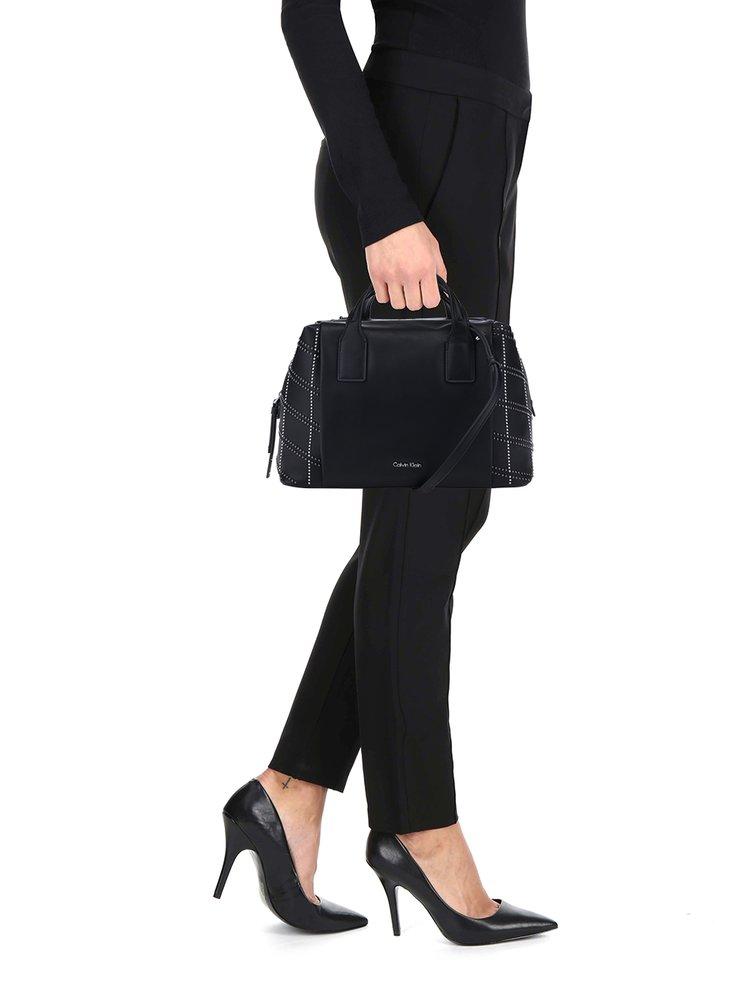 Černá crossbody kabelka s detaily ve stříbrné barvě Calvin Klein Jeans Misha