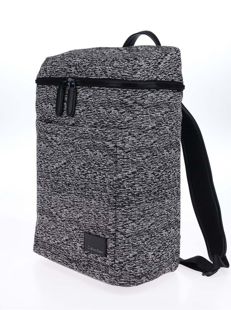 Bílo-černý žíhaný batoh Calvin Klein Jeans