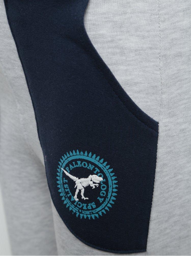 Šedé žíhané klučičí tepláky s modrými kapsami Blue Seven