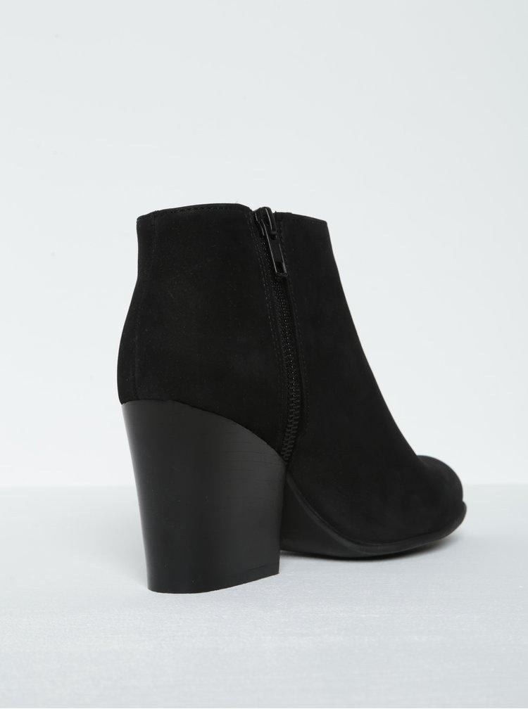 Černé semišové kotníkové boty na podpatku Selected Femme Amber