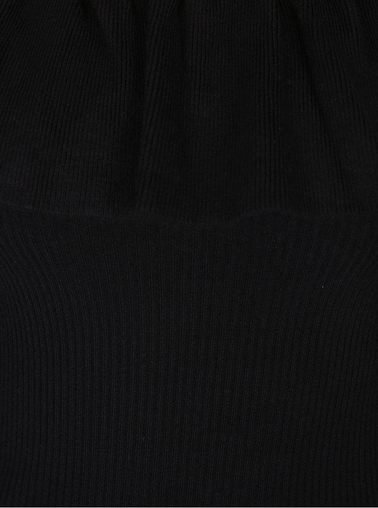Černý top s odhalenými rameny a volánem Miss Selfridge