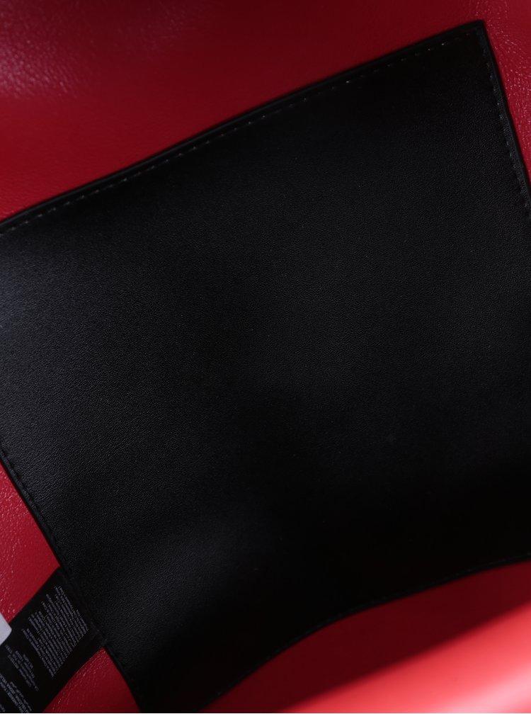 Černý batoh s detaily ve zlaté barvě Pieces Nuna