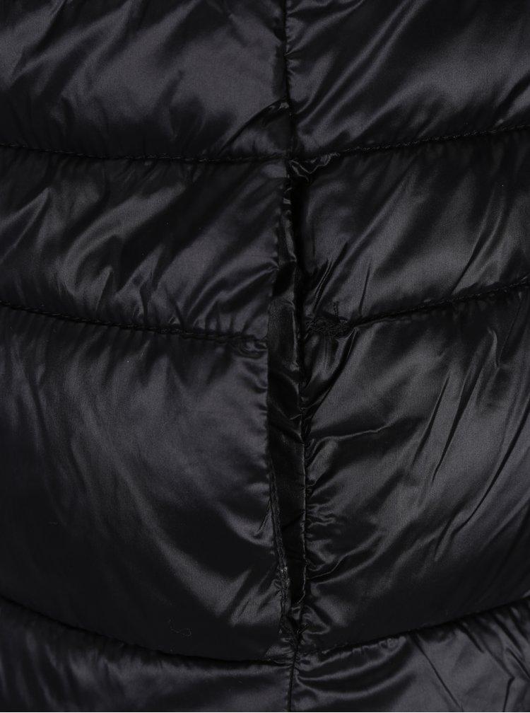 Černá prošívaná bunda s umělým kožíškem VERO MODA Alberta