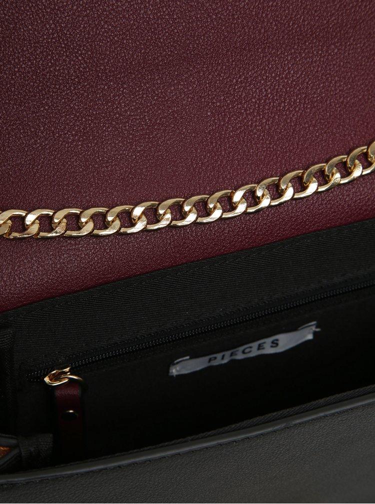 Černo-vínová crossbody kabelka s řetízkem Pieces June