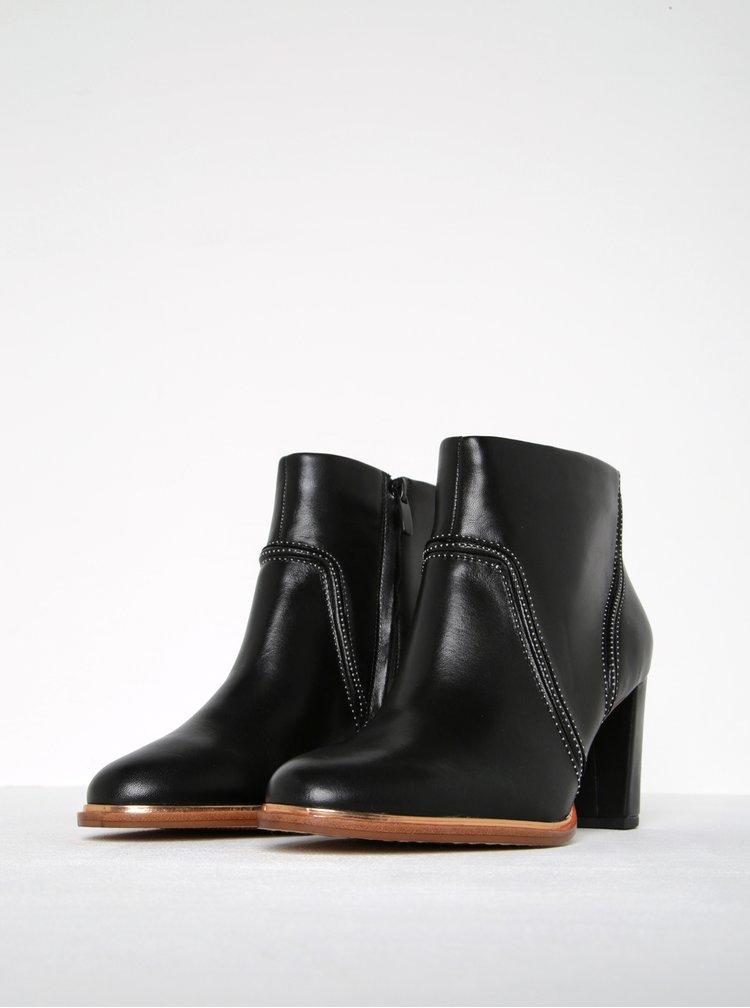 Černé dámské kožené kotníkové boty Clarks Ellis Betty