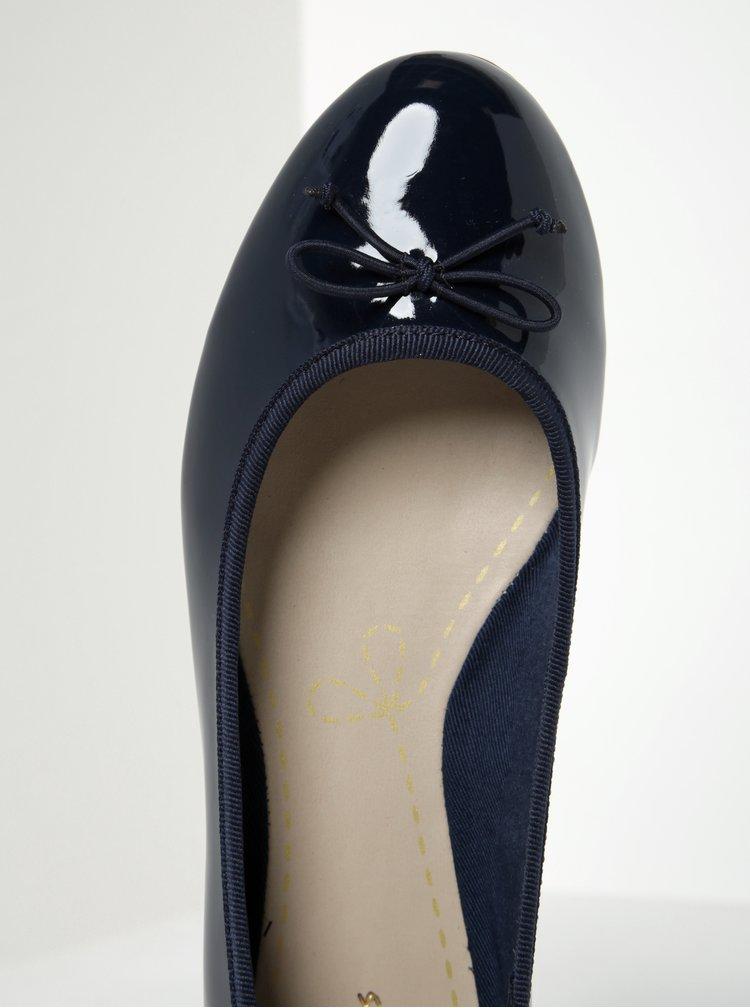 Tmavě modré dámské lesklé baleríny Clarks Conture Bloom