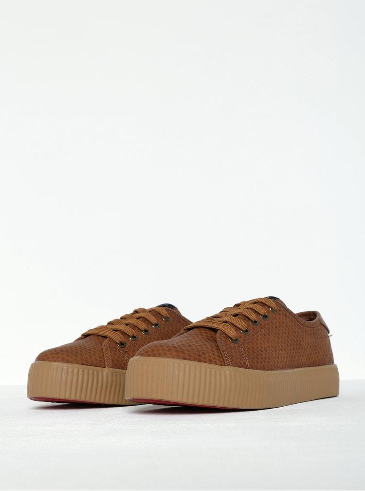 Pantofi sport maro cu aspect de piele de reptila