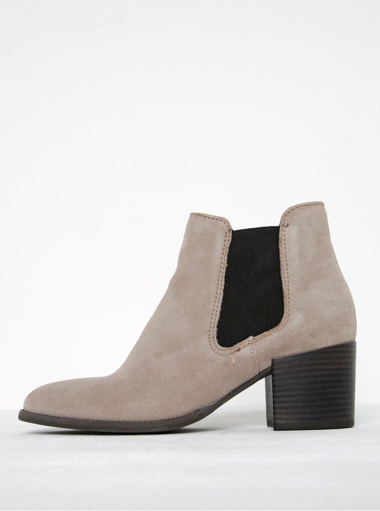 Krémové semišové chelsea boty na podpatku Tamaris