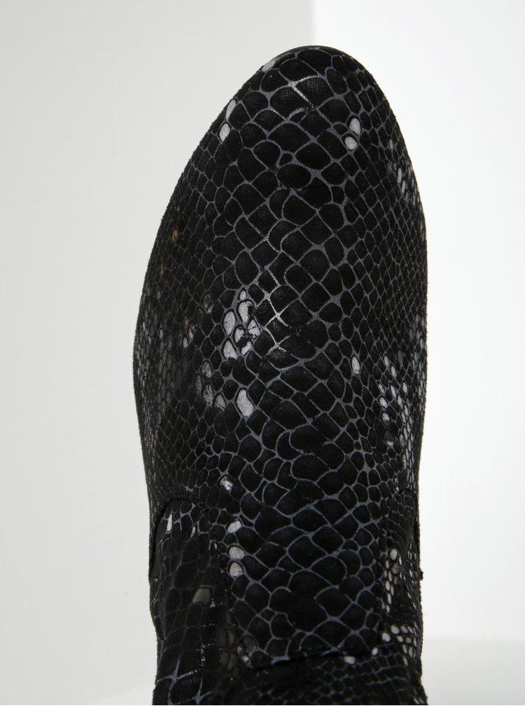 Černé vzorované nízké kozačky v semišové úpravě na podpatku Tamaris
