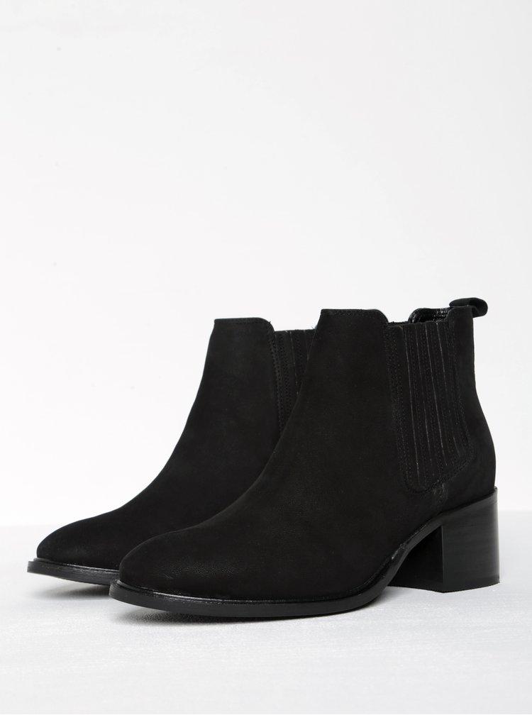 Černé semišové chelsea boty na podpatku Miss KG Samba