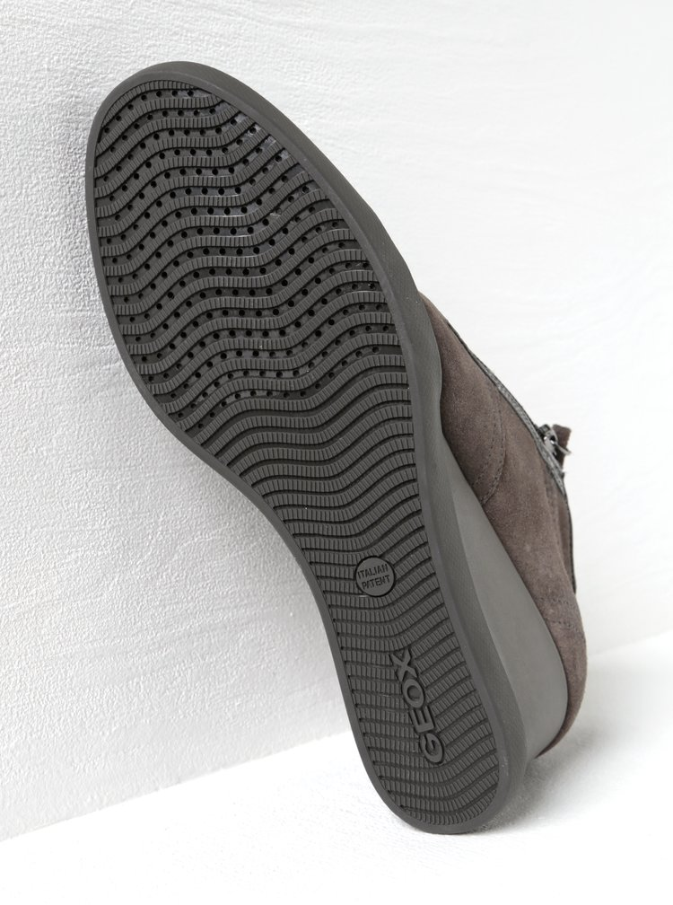 Hnědé dámské semišové tenisky na klínku Geox Eleni