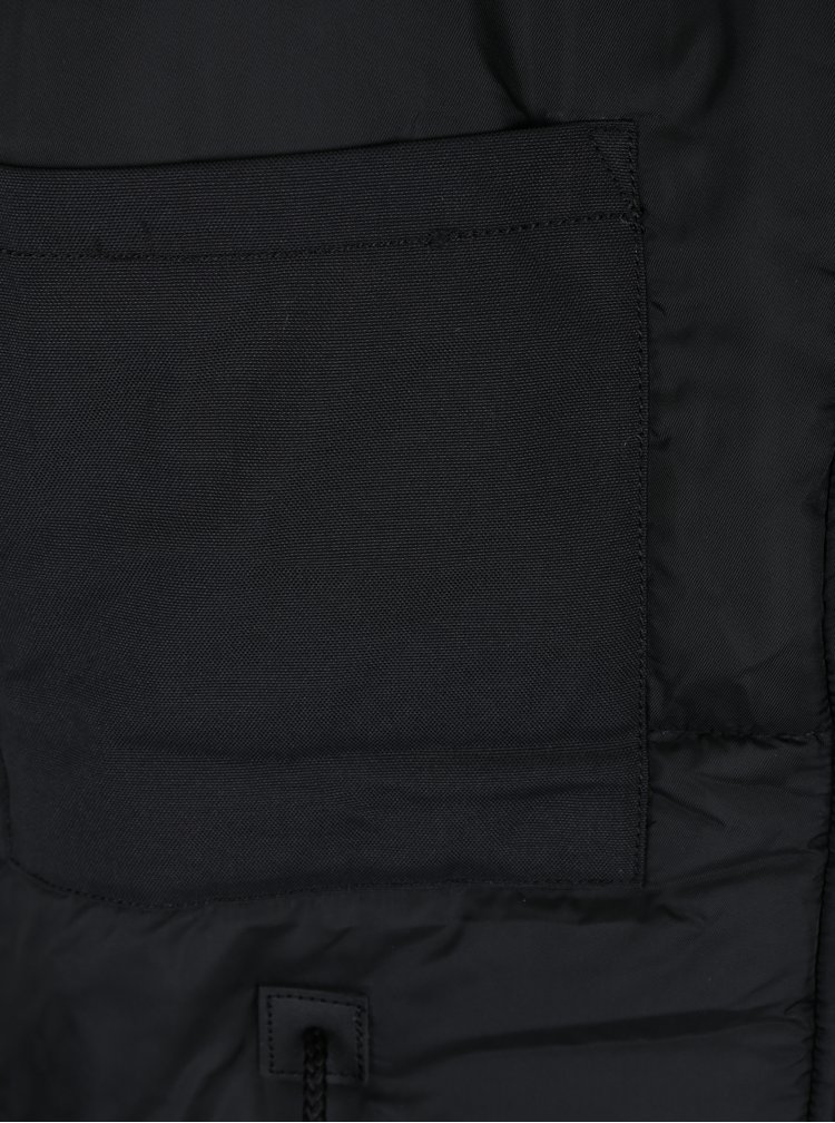 Černá pánská zimní parka s kapsami a umělým kožíškem ALPHA INDUSTRIES