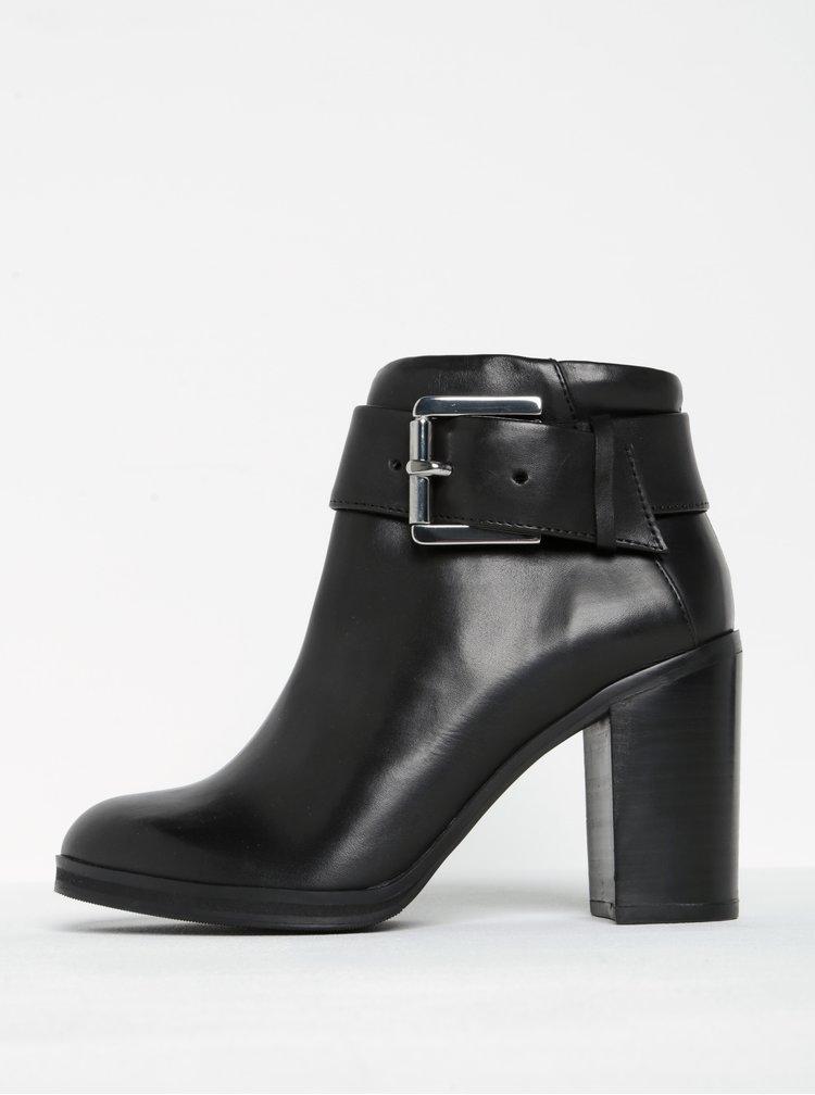 Černé dámské kožené kotníkové boty podpatku s přezkou Royal RepubliQ