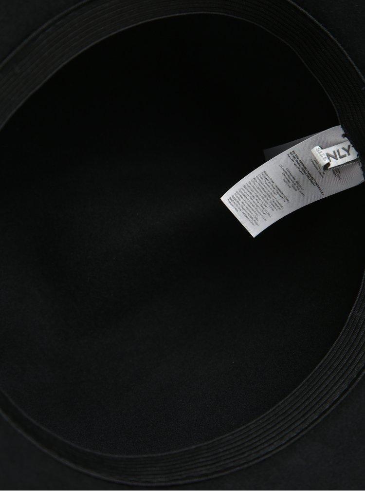 Černý vlněný klobouk s ozdobným páskem ONLY Penelope