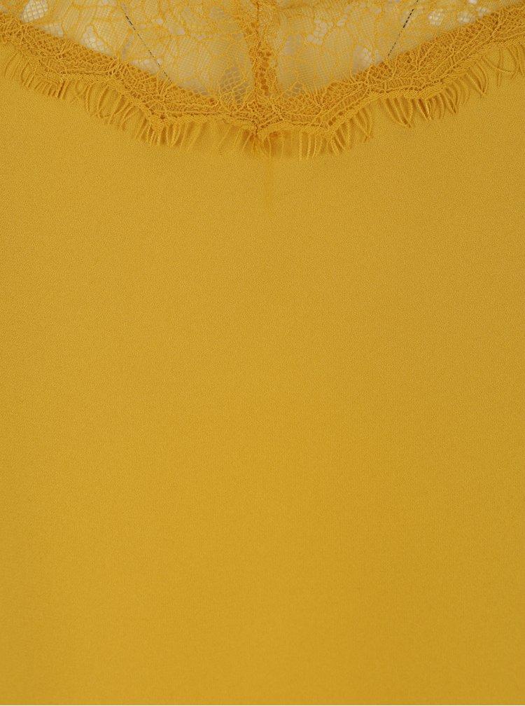 Hořčicový top s krajkovým lemem VERO MODA Ariel