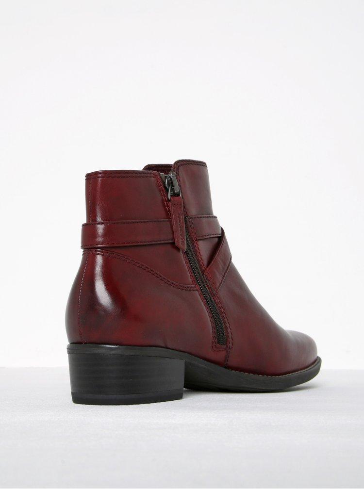 Vínové kožené kotníkové boty s tenkým páskem a přezkou Tamaris