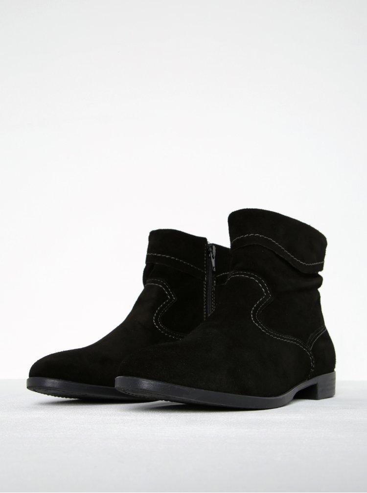 Černé semišové kotníkové boty s prošívanými detaily Tamaris