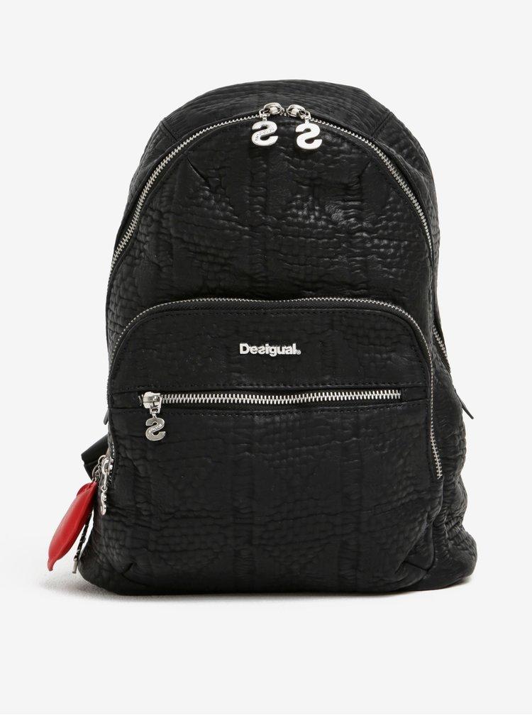 Černý batoh s přívěskem Desigual Lima Glossy