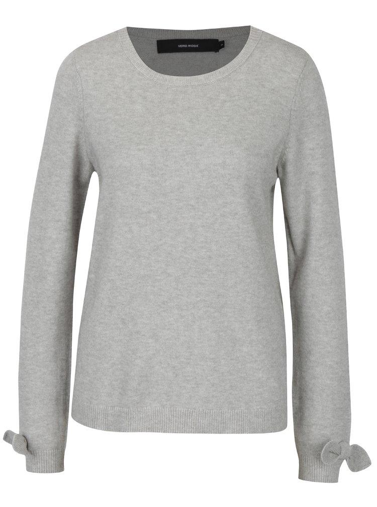 Světle šedý žíhaný svetr s mašlemi na rukávech VERO MODA Davis