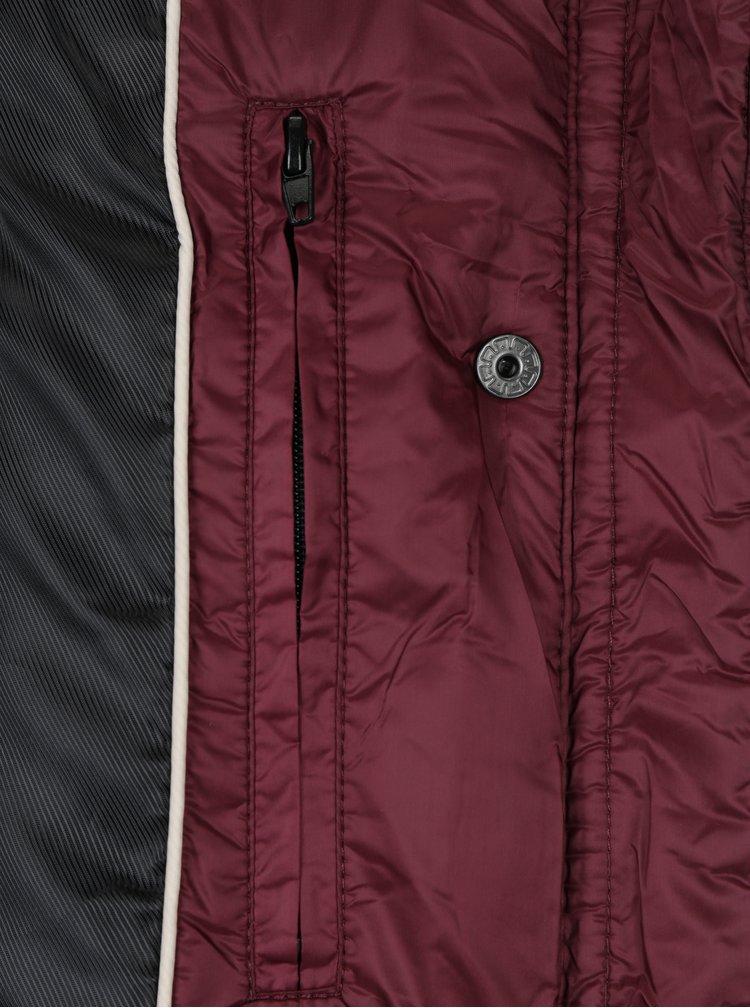 Vínová prošívaná péřová bunda s kožíškem VERO MODA Marga