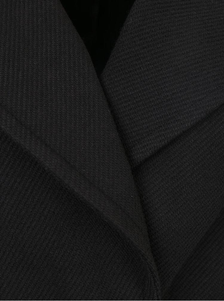 Černý kabát s páskem a umělým kožíškem Miss Selfridge
