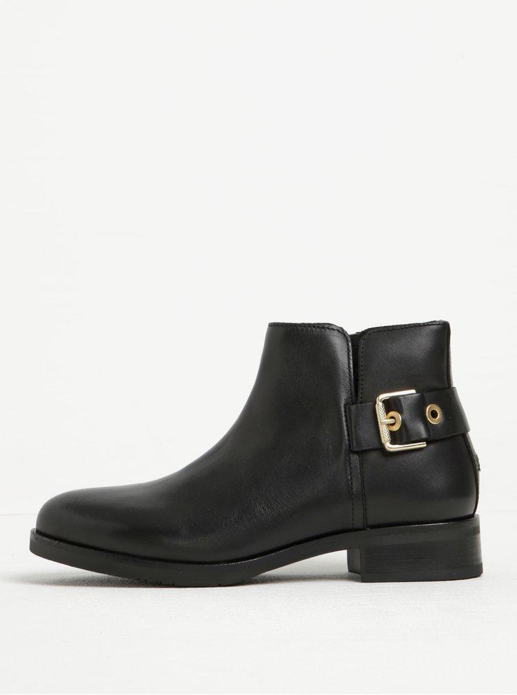 Černé dámské kožené kotníkové boty s přezkou Tommy Hilfiger Tessa